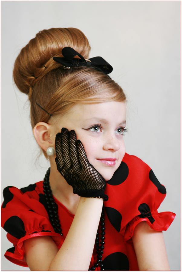 Прическа в стиле стиляг для детей