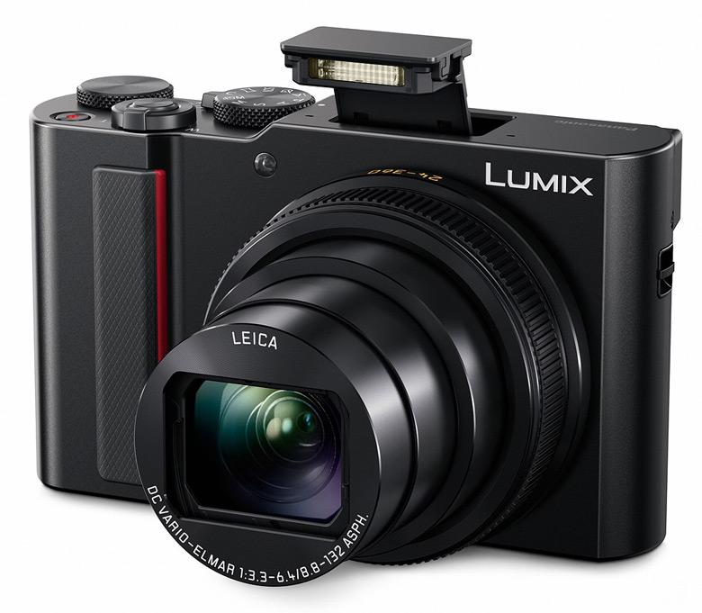 Камера оснащена 15-кратным объективом и системой стабилизации изображения, компенсирующей движение по пяти степеням свободы